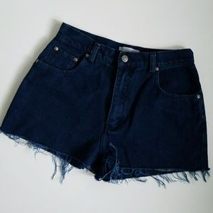 VINTAGE dark wash high waist cut off denim shorts